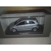 Mercedes Benz B-Klasse W245 Minichamps 1/43.