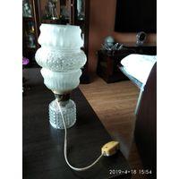 Настольная лампа с стеклянным плафоном СССР.