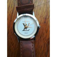 Продам кварцевые часы Louis vitton торги