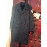 Черное плащевое форменное пальто с меховой подстежкой 54-56/188