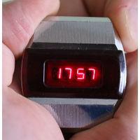 Часы Электроника 1. Рабочие, на ходу.