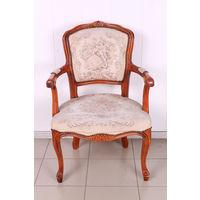 Старинное резное кресло. Гобелен.