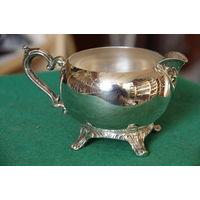 Молочник серебрение   ( высота 7,5 см , длинна 13,5 см )