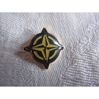 Значок - эмблема НАТО