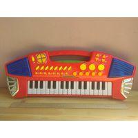 Детское пианино. Синтезатор. В отличном состоянии.