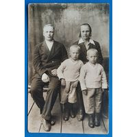 Фото семьи. 1930-е. 9х14 см