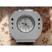 Часы кварцевые настольные на ремонт или запчасти, 4 шт.