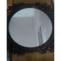 Круглое зеркало в металле