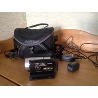 Видеокамера Sony HDR-SR10 отличное состояние, сумка и доп. аккумулятор в подарок. Япония. Отлично подходит для видеосъемки детей дома, на улице и в детском саду.