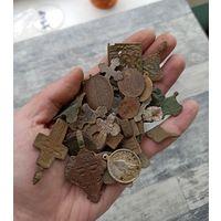 Большой лот пластики (крестик,образок,иконка,створка)  с одного рубля