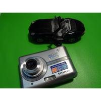 Фотоаппарат и машинка.