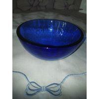 Винтажная ваза (конфетница) из толстого синего стекла. 6х12,5 см