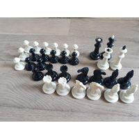 Пластиковые шахматы. Комплект. В кейсе, футляре.