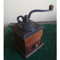 Старая кофемолка млынок, чугун + дерево, для измельчения зёрен кофе и др. пищевого сырья