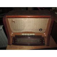 Радиола ламповая Даугава образца 1954 г.Рижский радиозавад им.Попова.