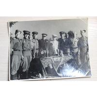 Фото генерала на вручении кубков.