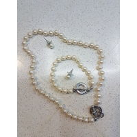 Жемчужный комплект( колье, серьги, браслет и кольцо)