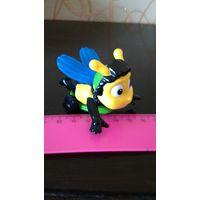 Заводная пчелка- игрушка с большого Киндер сюрприза