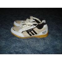 Кроссовки 38 с белыми вставками