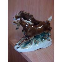 Фарфоровая статуэтка-кони-редкая .германия .