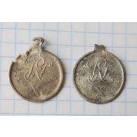Памятные медальоны.
