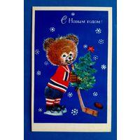 Л. Манилова. С Новым годом! Мишка. Хоккей. 1974 г. Чистая.
