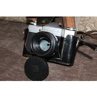 Фотоаппарат времён СССР, ЗЕНИТ--В с объективом HELIOS-44-2, в очень хорошем состоянии.