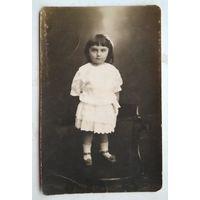 Фото девочки. 1920-е. 9х13.5 см