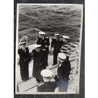 Фото посещения адмиралом Н.Г. Кузнецовым  крейсера А.Н. 1953 г. 13х18 см