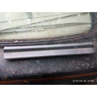 Лот 729. Пластиковый порожик на заднюю правую дверь Nissan Sunny N14. Старт с 5 рублей!