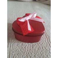 Коробка сердце. Шкатулка коробочка. Для украшений, цветов, кольца, монет и др мелочей. Можно как подарочную коробочку использовать. Новая. Полностью металлическая.