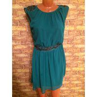 Стильное, дорогое платье Zara насыщенно зеленого цвета, красиво украшено бисером, на размер XS (40-42). Обмен не интересует.