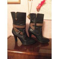 Стильные полусапожки Geox на 38,5 размер, несмотря на высокий каблук, он очень удобный и устойчивый. Оригинал, очень удобна, качественная обувь. Состояние отличное, носила не часто, очень много обуви,
