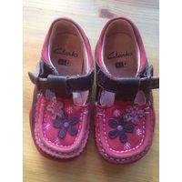 Ассорти обуви из кожи для девочки на 22 размер.