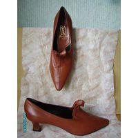 """Туфли новые женские кожаные на р.39. Стиль """"ретро, винтаж"""". Оригинальный каблук. Покупались в Коламбусе."""