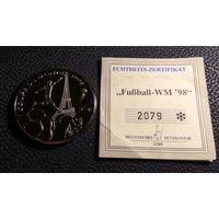 """Жетон футбольный в капсуле. """"World cup 1998 - France"""" с номерным сертификатом 2079. PROOF!"""