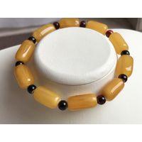 Янтарь-Браслет- античный мед- балтийский натуральный янтарь - 10 гр-на - резинке-универсальный размер