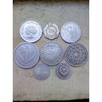 8 нечастых алюминиевых монет разных стран.