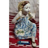 Большая статуэтка Девушка с платочком Конаково ЗИК