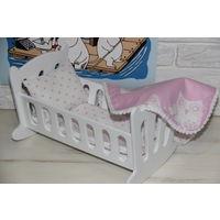 Кроватка для куклы с постельными принадлежностями