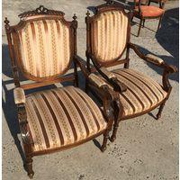 Кресла старинные.Дерево-резьба.Обивка-бархат .атлас.Цена за 2 кресла.