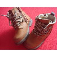 Ботинки утеплённые фирмы Next размер 22