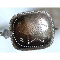 Старинное ситечко для чая с деревянной ручкой,серебрение,патина.Конец 19-го начало 20-го века.
