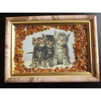Картина из янтаря Котята размер по рамке 14х10см