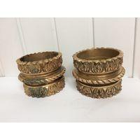 Старые элементы декора в виде тяжелых браслетов, колец Латунь/бронза