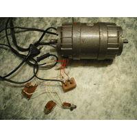 Электродвигатель двухсторонний + к-т подключения к сети.