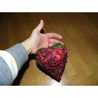 Сердце из металла с засушенными лепестками