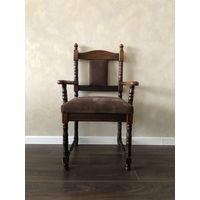 Гарнитур из дивана и двух стульев