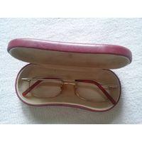 Очки с небольшими диоптриями, футляр кожа в придачу