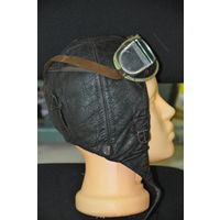 Зимний шлем из натур.кожи и на натур.мехе  немецкого лётчика.Средний размер в полнейшем оригинале.